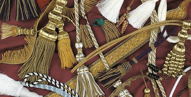 traje de nazareno ,cingulos, ornamentos religiosos